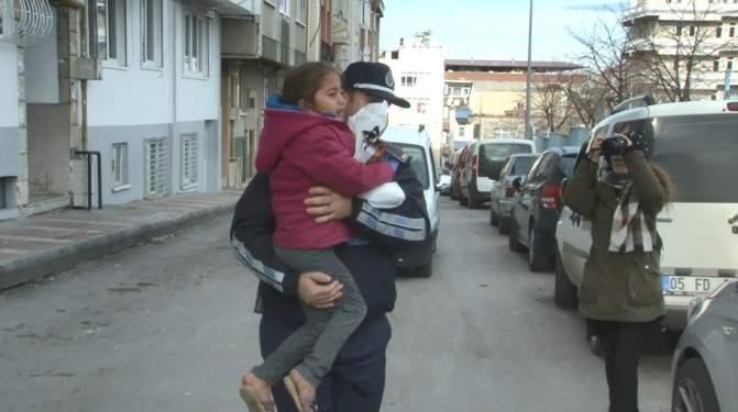 Yakalanacağını Anlayan Dilenci Kadın Çocuğunu Bırakıp Kaçtı!