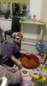 Hastane odasında çiğ köfte partisi