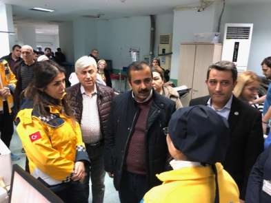 Sağlık-Sen Genel Başkanı Metin Memiş, doktorun saldırıya uğradığı hastaneyi ziya