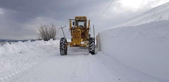Ilgaz ve Küre Dağlarında ekiplerin zorlu kar mücadelesi devam ediyor