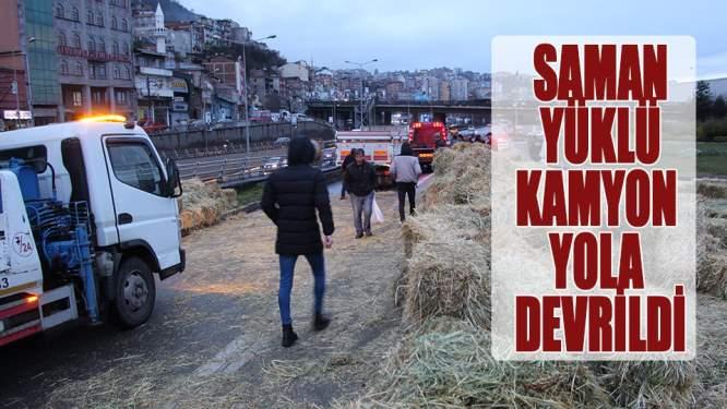Karadeniz Sahil Yolu'nda kamyon devrildi