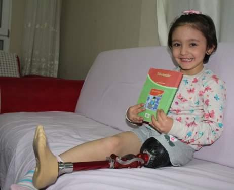 Babasının sayesinde 6 yaşında ilk kez salıncağa bindi