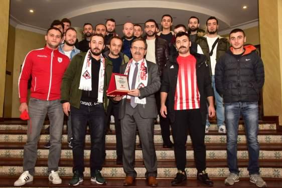 Samsun Haberleri: Samsunspor Taraftarından Büyükşehir Belediyesine Çıkarma