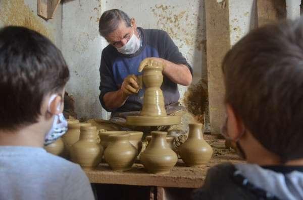 Tarihi çömlek sanatı miniklerle yeniden canlanıyor