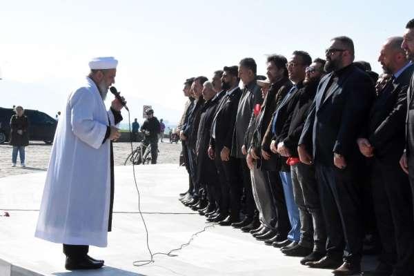 İzmir'de şehitler için gıyabi cenaze namazı kılındı