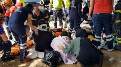 Kazada yaralanan 2'si çocuk 4 yaralıya ilk müdahale refüjde yapıldı