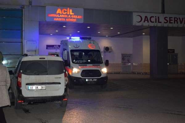 Malatya'da bıçaklı kavga: 1'i ağır 2 yaralı