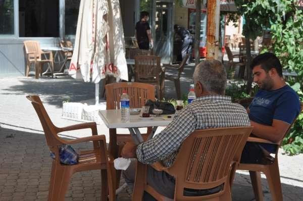 Mardin'de kısıtlamanın kalktığı işletmeler müşterilerine tedbirler kapsamında hi