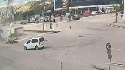 Çankırı'daki trafik kazası KGYS kamerasında