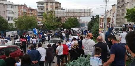 Kritik maç öncesi taraftalar BB Erzurumspor'u stadyuma meşalelerle uğurladı