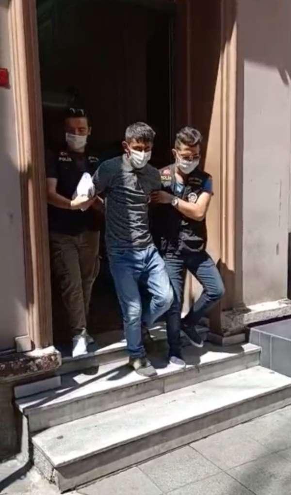 Beyoğlu'nda otomobil sürücüsünü bıçaklayan değnekçi yakalandı