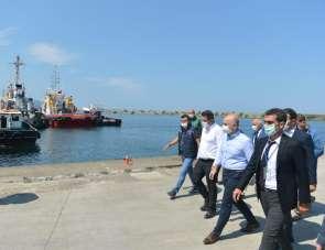 Bakan Karaismailoğlu Giresun Limanı'nda incelemelerde bulundu