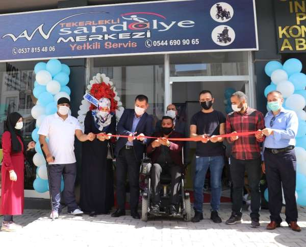 Vanda bedensel engelli vatandaş tekerlekli sandalye merkezi açtı