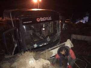 Bursaspor taraftarlarını taşıyan otobüs kaza yaptı: 19 yaralı
