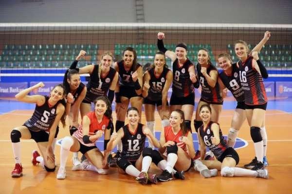 Nevşehir Belediyespor kadın voleybol takımı doludizgin