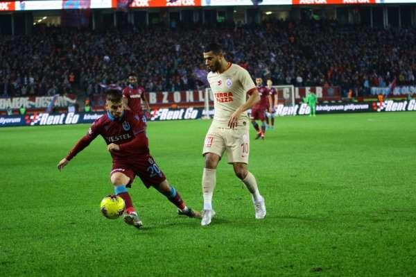 Süper Lig: Trabzonspor: 0 - Galatasaray: 0 (İlk yarı)