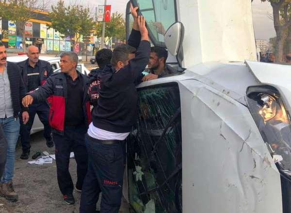 Sokağa çıkma kısıtlamasında trafik kazası: 3 yaralı