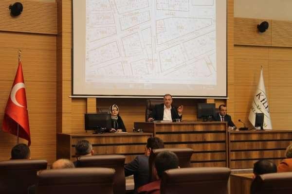 Belediye meclisinde şehitler için saygı duruşu