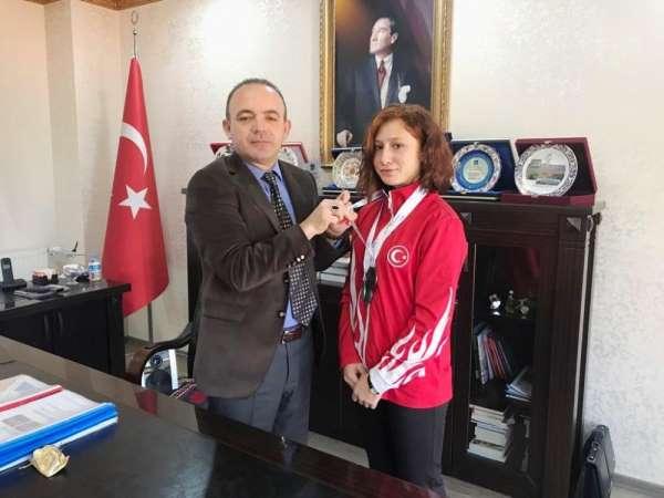 Burhaniye'de Kaymakam Öner, Dünya şampiyonlarını kutladı