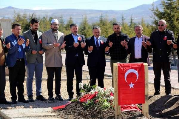 Develi belediye meclisi Şehit Taşöz'ün kabrini ziyaret etti