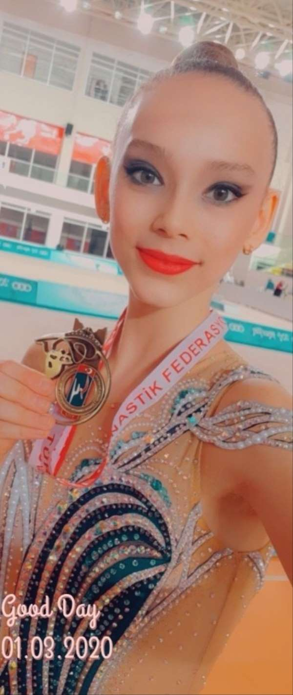 Nilgün Sarıoğlu cimnastikte Türkiye Şampiyonu