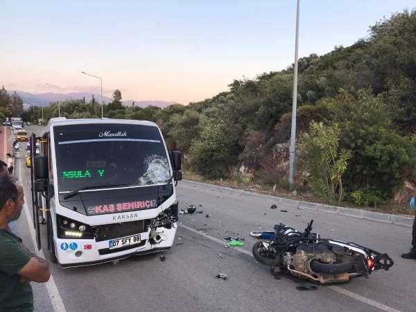 Kaş'ta şerit ihlali kazası: 1 ölü