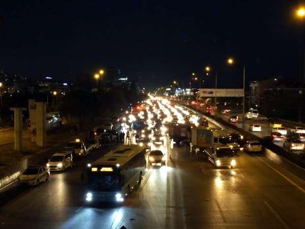Maltepe'de zincirleme trafik kazası: 1 yaralı