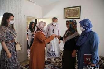 Başkan Gültak'ın eşi, bayramda şehit ailelerini ziyaret etti