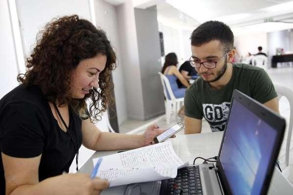 Konak'ta üniversite adaylarına ücretsiz hizmet