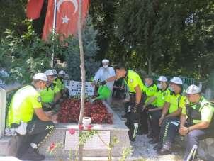 Polis ekipleri, şehit Kaymakam Safitürk ve 15 Temmuz Şehidi Gökbayrak'ın mezarın
