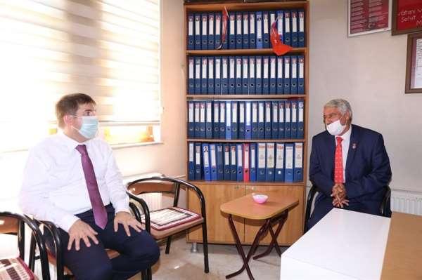 Vali Sarıibrahim Şehit ve Gazi Aileleri Derneğine bayram ziyaretinde bulundu