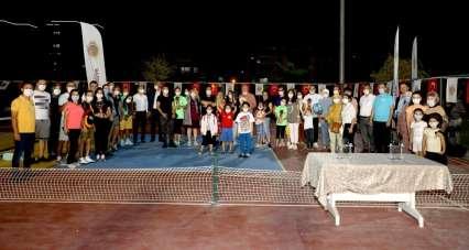 Afyonkarahisar'da Zafer Kupası Pickeball Turnuvası yapıldı