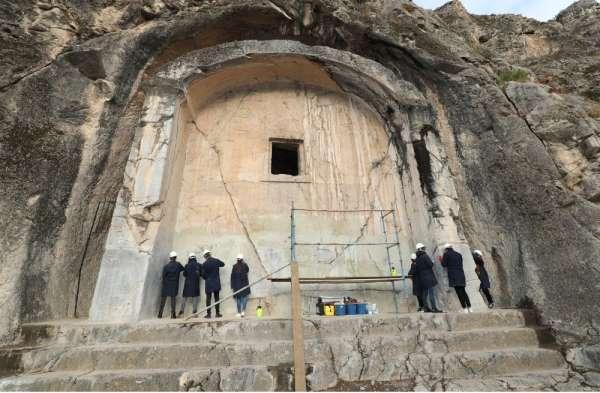 2200 yıllık Aynalı Mağara üniversitelilerin bakımında