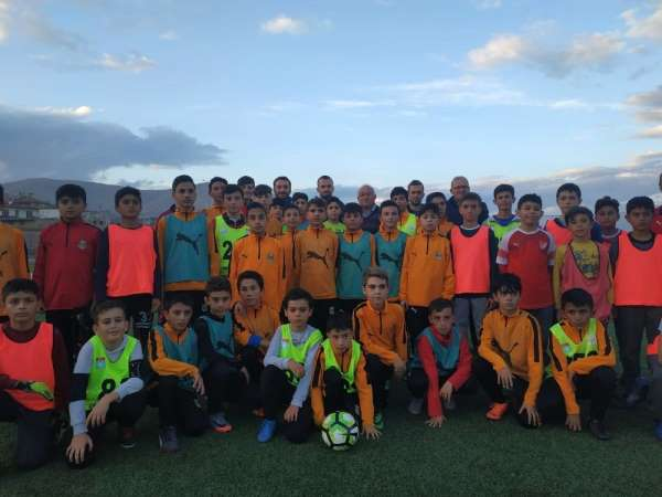 İlhan Parlak, futbola başladığı Yerköyspor'u ziyaret etti
