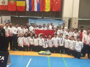 Selendi'nin altın kızları Slovenya'dan madalyalarla dönüyor