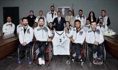 Tekerlekli Sandalye Basketbol Takımı'ndan Ahmet Nur Çebi'ye ziyaret