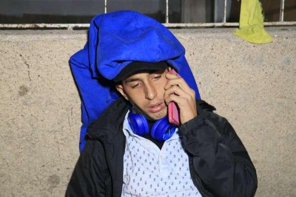 Bıçaklanan genç, cep telefonuyla ailesini arayıp haber verdi