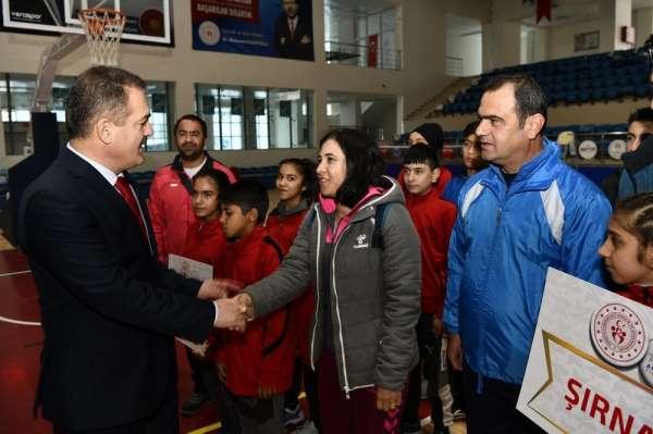 Badminton grup müsabakaları Hakkari'de yapıldı