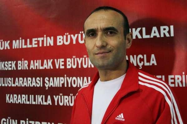 (Özel Haber) Antrenör Altınyurt: '61 kilo sıkletinde yeni bir Naim Süleymanoğlu