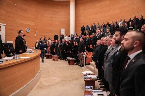 Akhisar Belediye Meclisi şehitleri andı