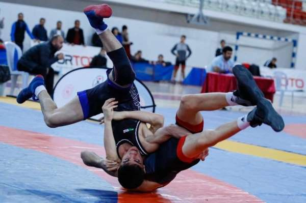 Genç güreşçilerden büyük başarı
