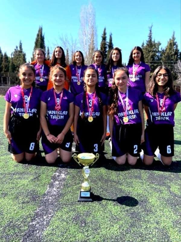 Sarıgöllü kızlar futbolda Manisa şampiyonu oldu