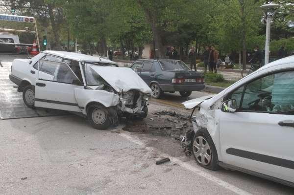 Elazığ'da trafik kazası: 1'i ağır 3 yaralı