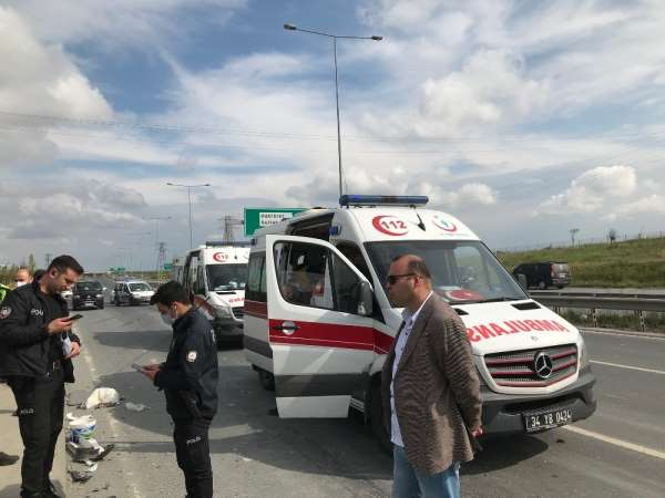 (Özel) Arnavutköy'de trafik kazası: 1'i ağır 5 yaralı