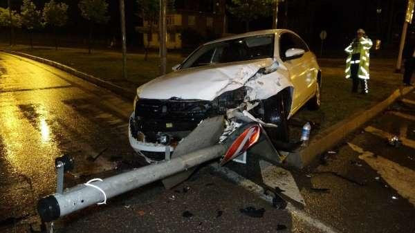 Samsun'da kavşakta iki otomobil çarpıştı: 1 yaralı