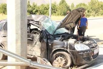 Bayan sürücü kaza yaptığı otomobilde sıkışarak hayatını kaybetti