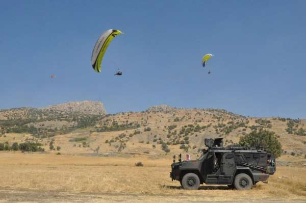 Çatışmalarla anılan Namaz Dağı'nda yamaç paraşütü Türkiye finali keyfi
