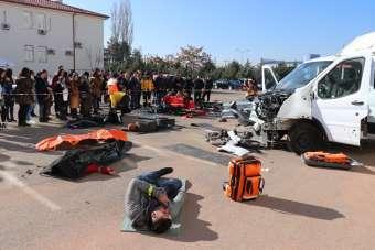Aksaray'da sağlıkçılardan gerçeğini aratmayan kaza tatbikatı