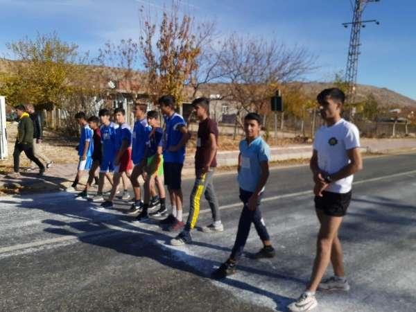 Dicle'de okul sporları kros yarışması