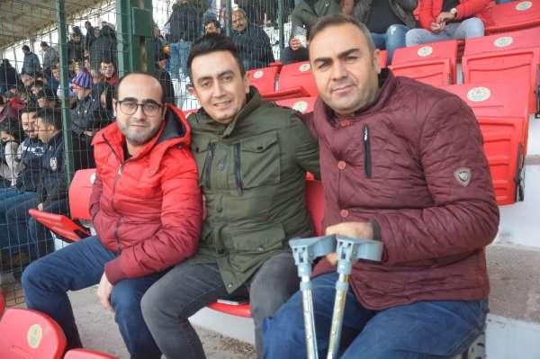 Gazilerin Isparta 32 Spor sevdası: 'Yeşil - pembenin yeri bizde ayrı'